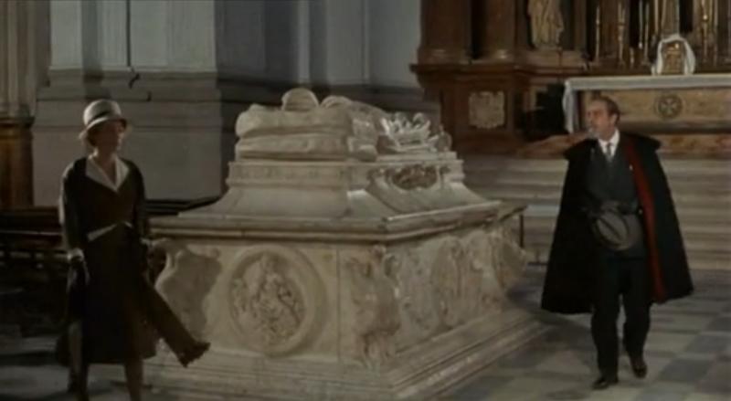 """Fotograma de la película """"Tristana"""", de Buñuel. Escena en la que destaca el sepulcro del Cardenal Tavera en la iglesia del Hospital de Tavera."""