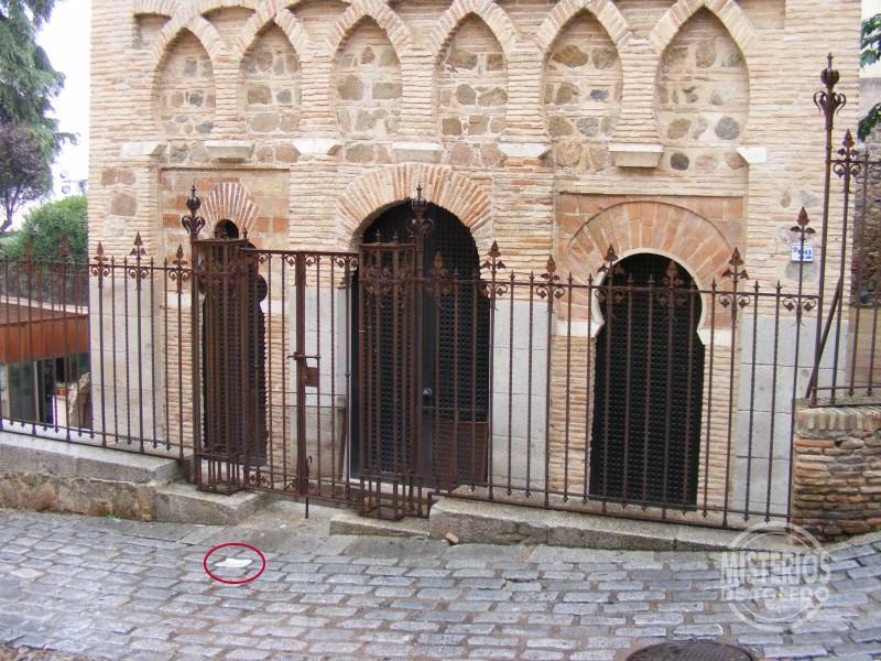 El Adoquín Blanco del Cristo de la Luz  Misterios de Toledo